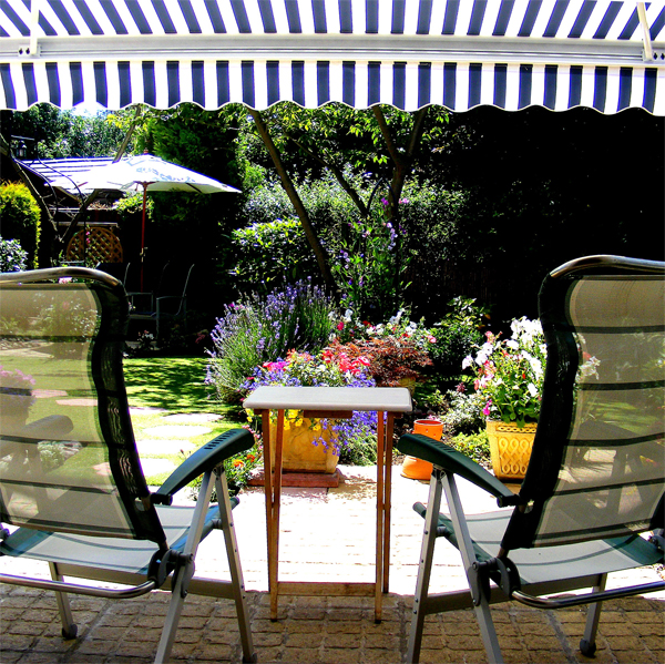 Tende da sole manuali cassonetto completo balcone giardino for Tende bianche e grigie