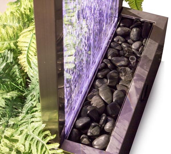 Fontana a parete con bollicine e fioriera incorporata for Luci led colorate