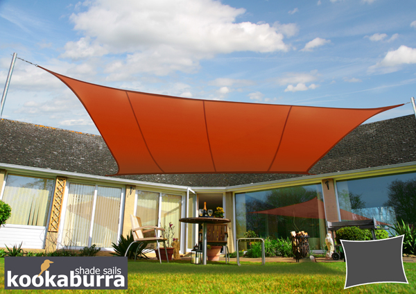 Tenda da sole manuale a cassonetto parziale di color terracotta da 3.0 metri